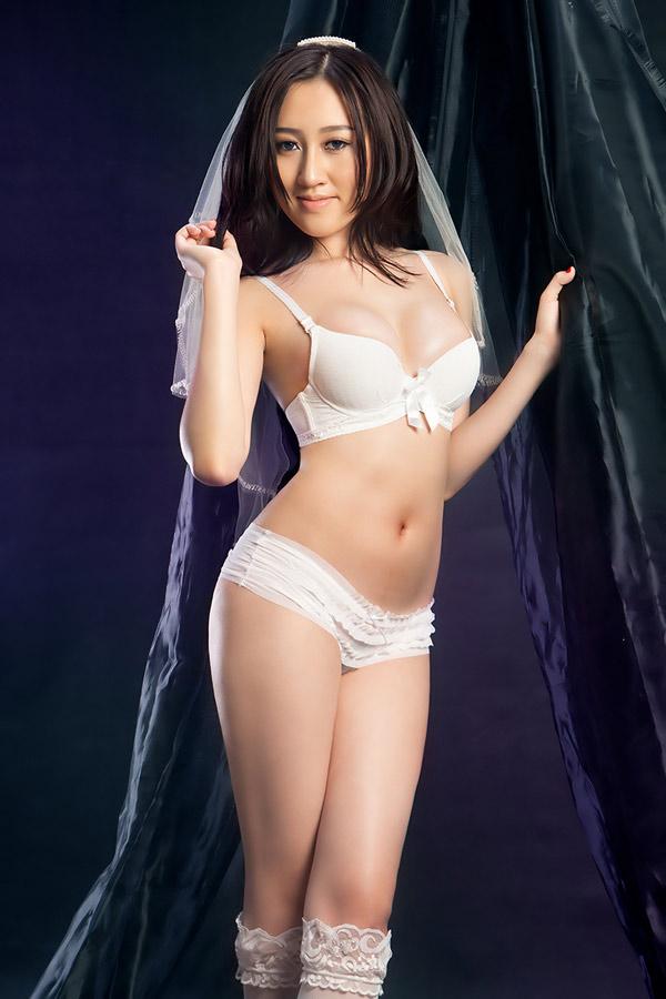 """Huỳnh Thúy Anh xinh đẹp với bikini """"đốt mắt quý ông"""""""