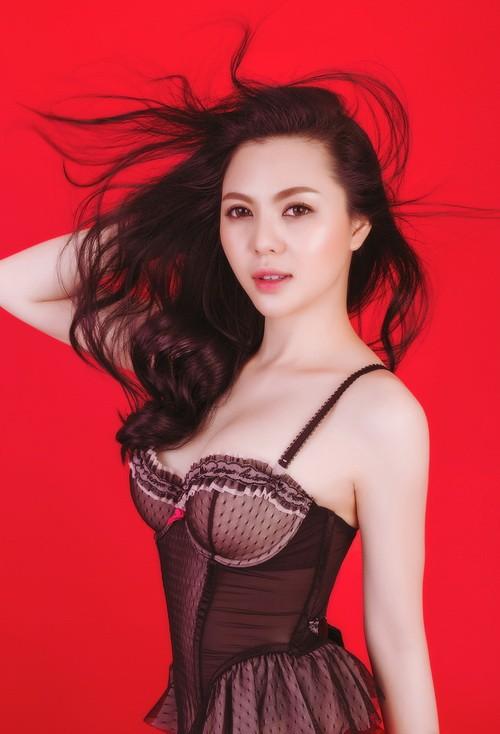 Á hậu Trà Giang khoe vẻ sexy hết cỡ với bikini