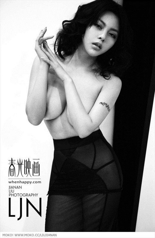 Tiểu Băng Băng bán nude đầy gợi cảm