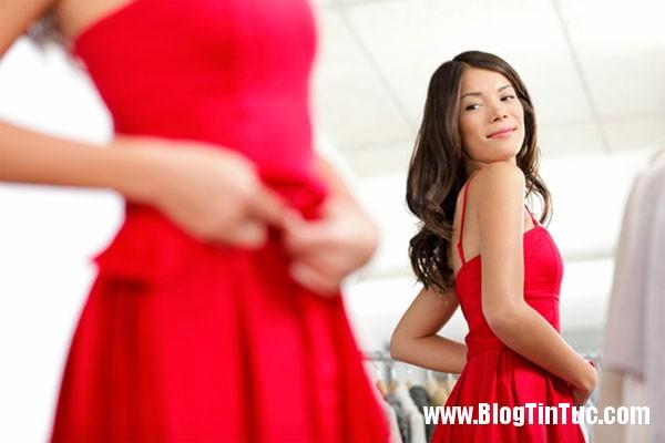 trang phuc mau do Nữ giới ghen tuông nhiều hơn khi thấy bạn cùng giới mặc đồ đỏ?