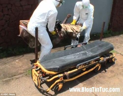 1412735684 chuyen la 4  Thi thể nạn nhân Ebola đột nhiên cử động sống lại