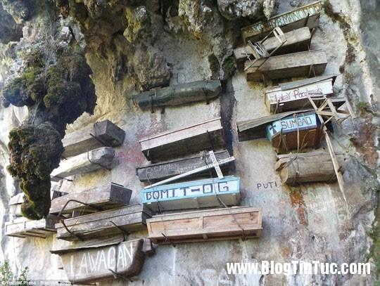 quan tai tren vach da Phong tục treo quan tài trên vách đá của người Igorot