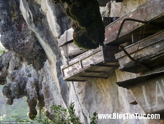 quan tai tren vach da3 Phong tục treo quan tài trên vách đá của người Igorot