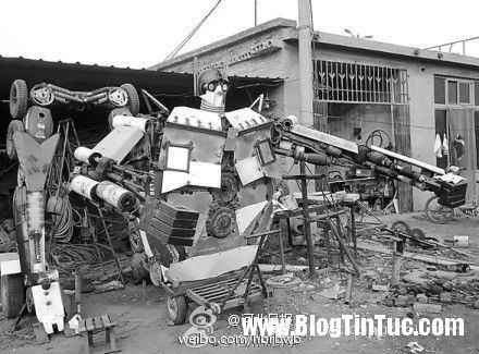 1416583099 robot 1 6 tan 2 Cha làm robot Transfomers 1,6 tấn từ phé liệu tặng con trai