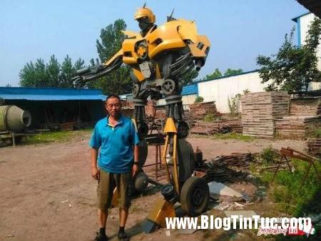 1416584438 robot 1 6 tan 3 Cha làm robot Transfomers 1,6 tấn từ phé liệu tặng con trai