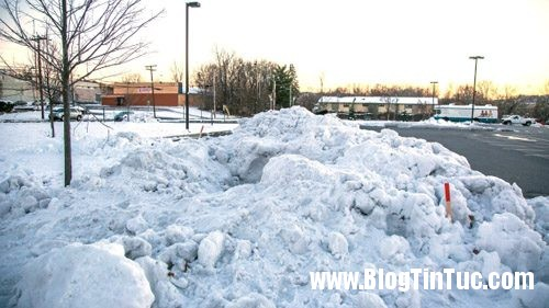 1417365522 tuyet3 Hai cậu bé sống sót kỳ diệu sau 8 giờ bị chôn vùi trong tuyết