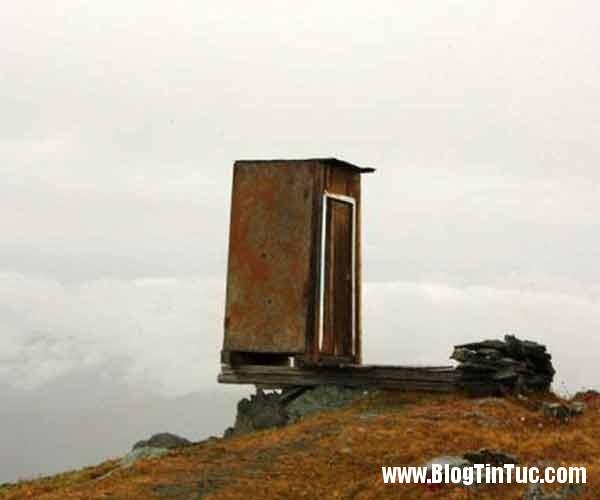 nha ve sinh nguy hiem 2 Nhà vệ sinh nguy hiểm nhất thế giới nằm trên độ cao 2.600m