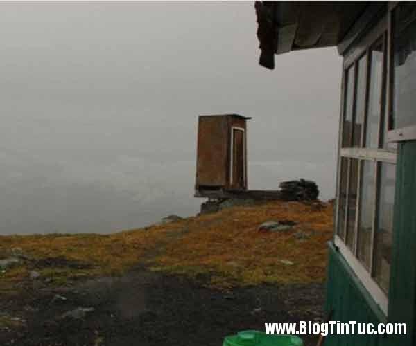 nha ve sinh nguy hiem 3 Nhà vệ sinh nguy hiểm nhất thế giới nằm trên độ cao 2.600m