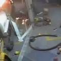 Chết cháy vì bật lửa soi thùng xăng !!!