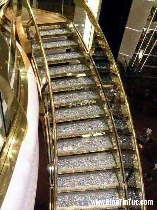 20150725 010900 do xa hoa chv dubai 26072509 520x695 Chiêm ngưỡng độ xa hoa không tưởng của tiệm vàng ở Dubai