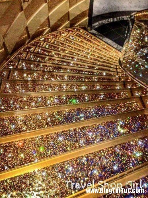 20150725 010900 do xa hoa chv dubai 26142509 520x693 Chiêm ngưỡng độ xa hoa không tưởng của tiệm vàng ở Dubai