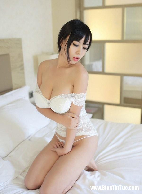 21194 AkmmZF Thiếu nữ e ấp mời gọi trên giường