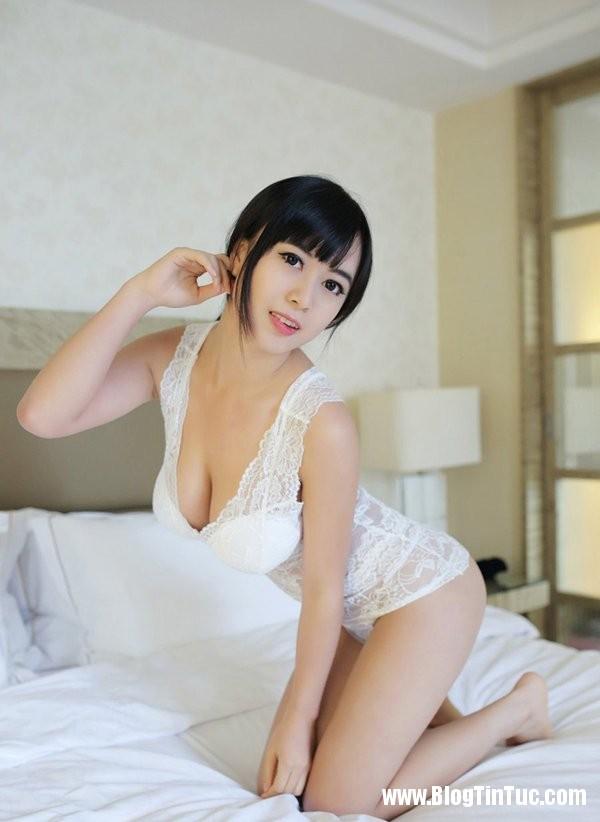 21194 KHyYlS Thiếu nữ e ấp mời gọi trên giường
