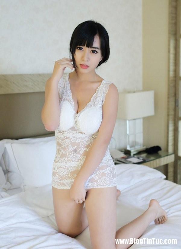 21194 hZAaeN Thiếu nữ e ấp mời gọi trên giường