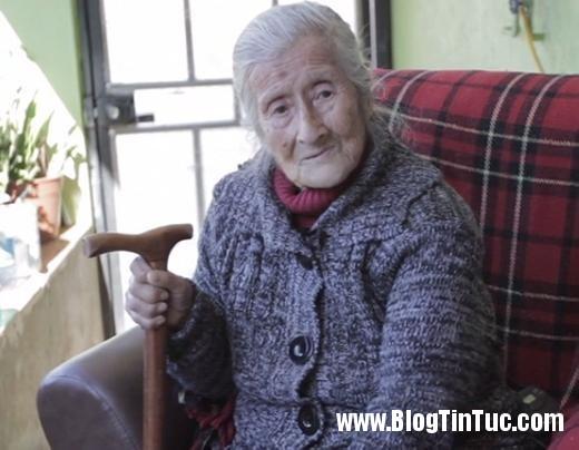 20150808 042758 cu ba mang thai 7777 520x404 Sốc với cụ bà 91 tuổi mang bào thai hóa đá hơn 60 năm