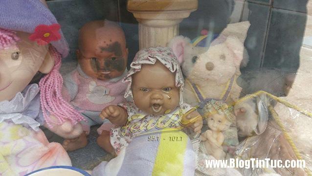 bup be biet khoc Bí ẩn về búp bê khóc trong ngôi mộ cô gái chết trẻ